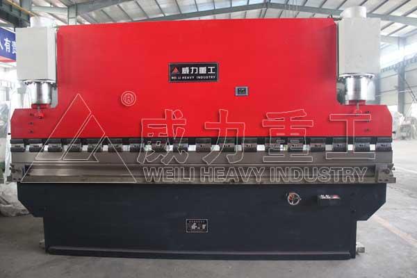 300吨液压板料折弯机