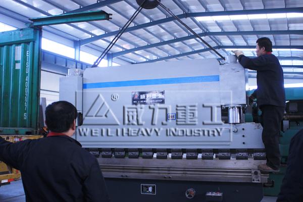 300吨液压折弯机